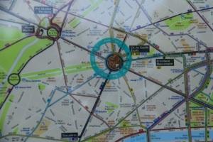 Arc de Triomphe terletak kat tengah2 macam roundabout.