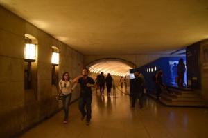 Laluan bawah tanah untuk ke kaunter tiket