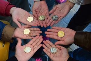 We Did It! Masing2 beli coins souveniour untuk diri sendiri. Boleh simpan dalam album.  Satu coin €2