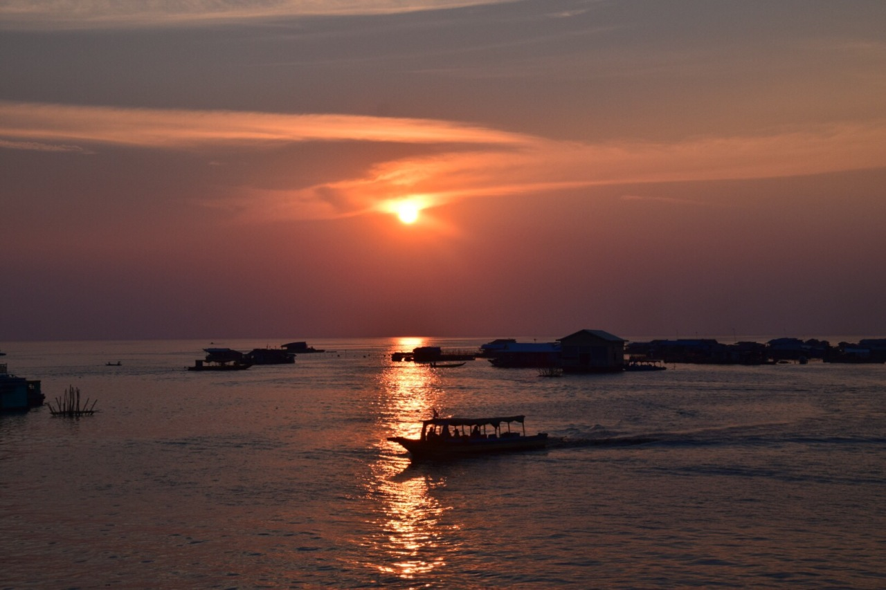 Weekend Gateways: Sunset di Tonle Sap Lake